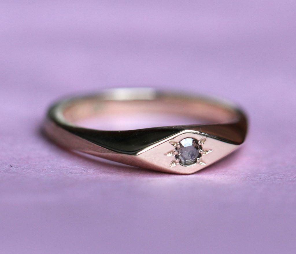 Petite Signet Ring, yellow gold, diamond